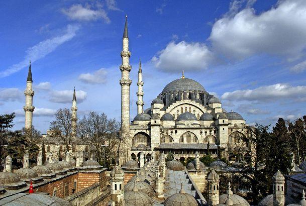 В декабре в Стамбуле небо в основном плотно затянуто облаками, частенько моросит и дует порывистый ветер.. но бывают и приятные ясные дни