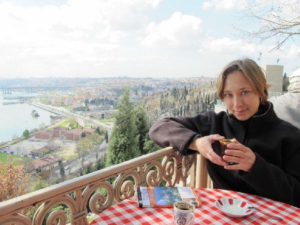 В Стамбуле есть где вкусно покушать и согреться, выпив чашечку горячего чая