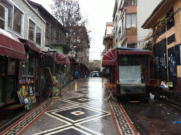 В декабре в Стамбуле часто бывает влажно и промозгло и нередко идет дождь