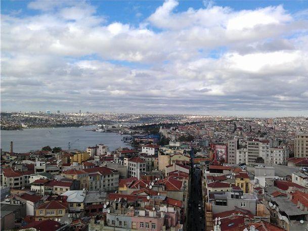 В ноябре в Стамбуле стоит преимущественно пасмурная погода с моросящим дождем, но случаются и приятные погожие деньки