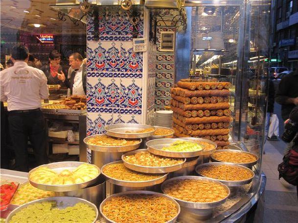 В дождливую погоду можно всегда согреться и вкусно поехать в уютном турецком кафе или ресторане