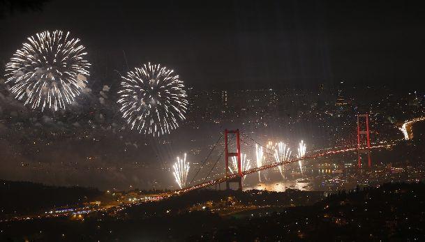 День Республики гарантирует яркие выступления и незабываемый фейерверк!