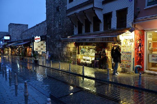В октябре в Стамбуле дожди случаются все чаще и чаще, но пока они не затяжные и быстро проходят