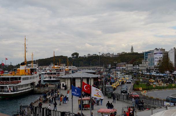 В октябре если не слишком ветрено и влажно, поэтому прокатиться на пароме по Босфору одно удовольствие!