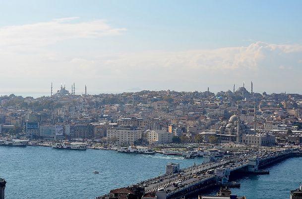 В октябре в Стамбуле стоит преимущественно теплая погода, но и не без осенних сюрпризов