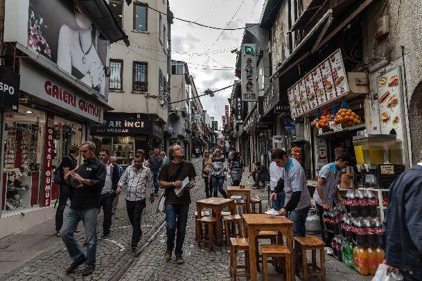 Как приятно бродить по узким улочкам Стамбула!