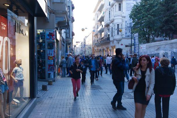 В сентябре на улицах Стамбула достаточно людно, особенно в выходные в туристических местах!