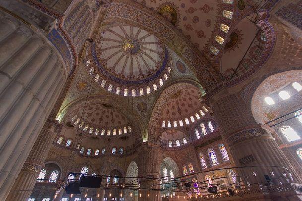 Возможно ли быть чуть ли не единственными посетителями Голубой Мечети? Да! Рано утром в туристических местах не так много посетителей
