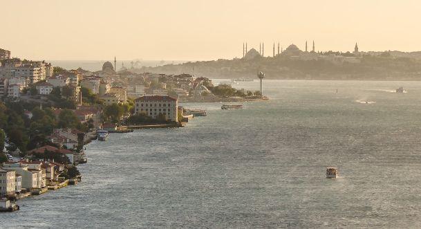 В Стамбуле в сентябре время от времени появляется облачность, но до дождей как правило не доходит